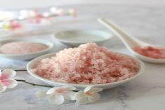 TOP 4 cách trị mụn bằng muối hồng Himalaya hiệu quả nhất